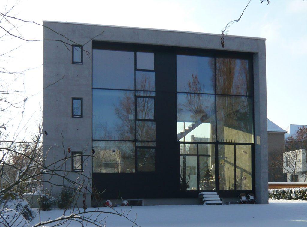 Wohnhaus in Berlin (aus Infraleichtbeton: Handbuch für Entwurf, Konstruktion und Bau), Foto: Mike Schlaich